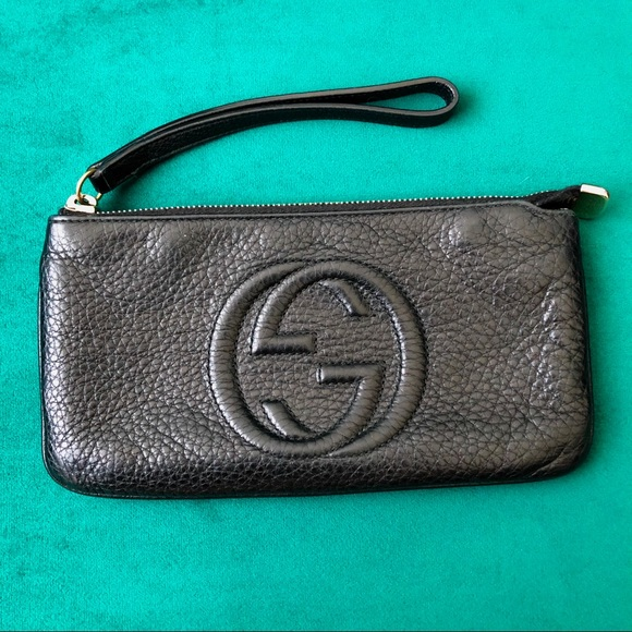 3b57cc1a337 Gucci black calfskin pebbled leather soho wristlet.  M 5cbe5193b3e9177fe6bd90a3